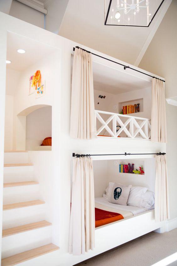 beliche branca com escadas laterais