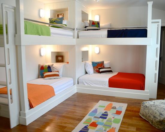 quarto com quatro camas colorido