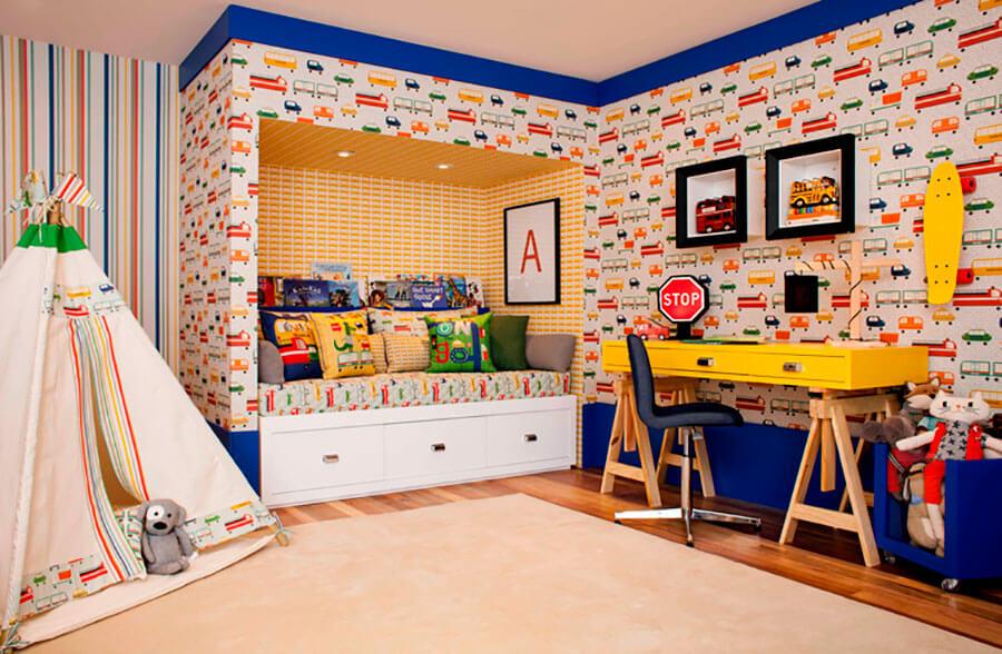 quarto de criança com carrinhos