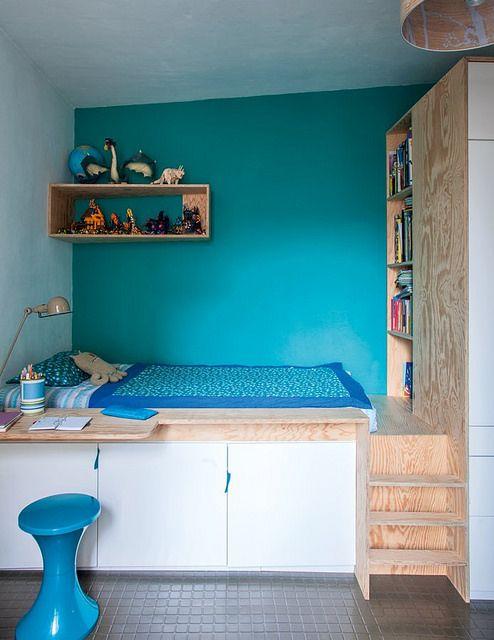 cama com estante e armários