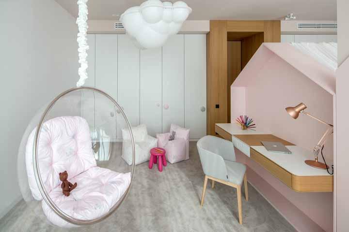 balanço de teto e escrivaninha rosa