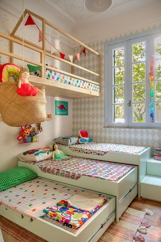 quarto planejado com muitas camas colorido bi cama