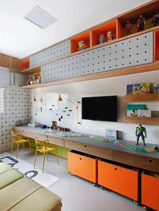 quarto infantil planejado laranja com escrivaninha