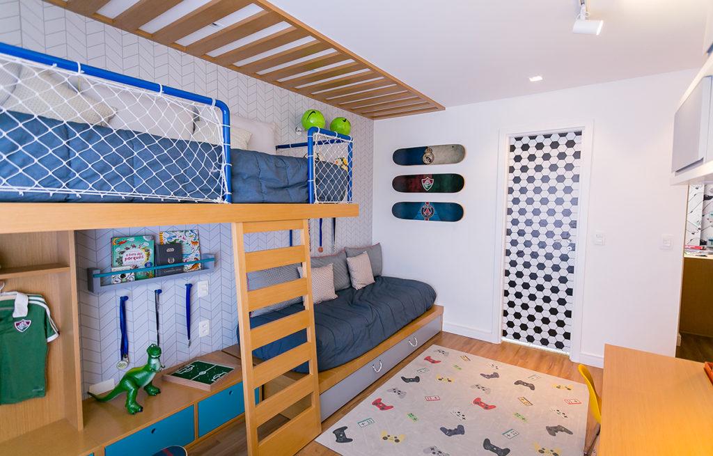 quarto infantil  tema de futebol e skates