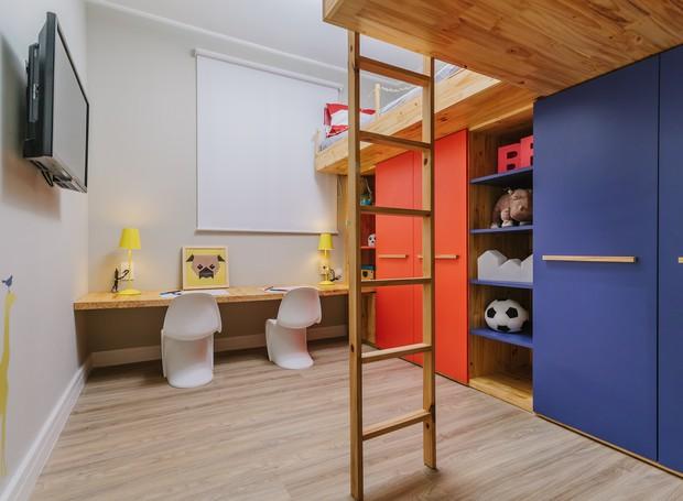 camas suspensas com armário e nichos