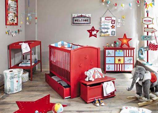 quarto de bebê vermelho e cinza