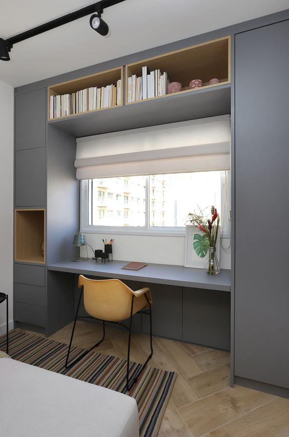 quarto cinza com home office