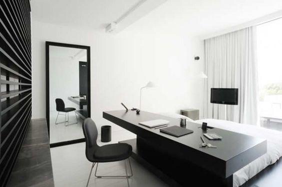 quarto com escrivaninha preto e branco