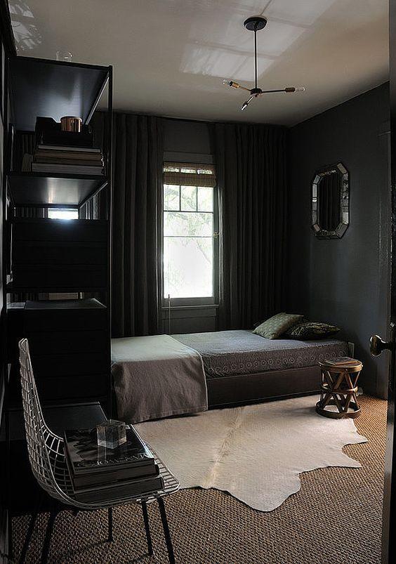 quarto preto com espelho bisotê masculino