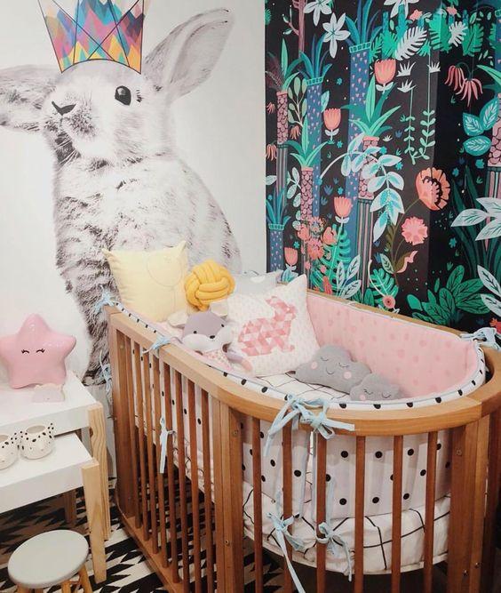 quarto de bebê menina bebê com grafite na parede