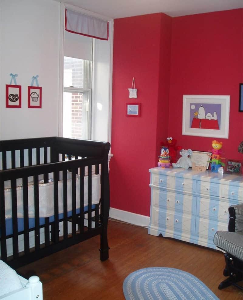 quarto de bebê com berço preto