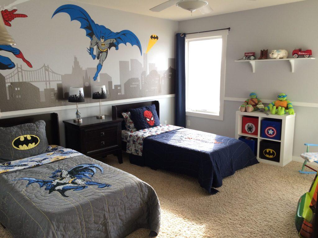 quarto de menino com super heróis.