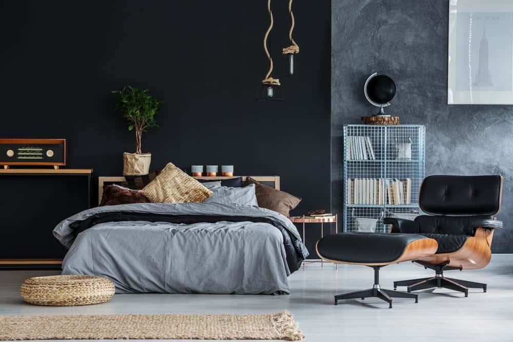 Quarto preto e cinza com decoração moderna.