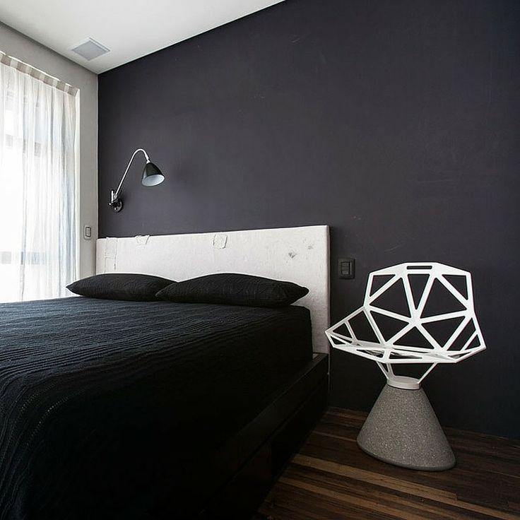 Decoração minimalista com cadeira moderna.