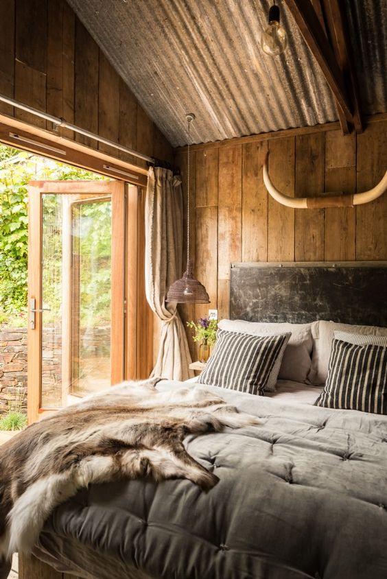 quarto inteiro de madeira de demolição