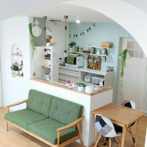 cozinha americana pequena verde água e branca