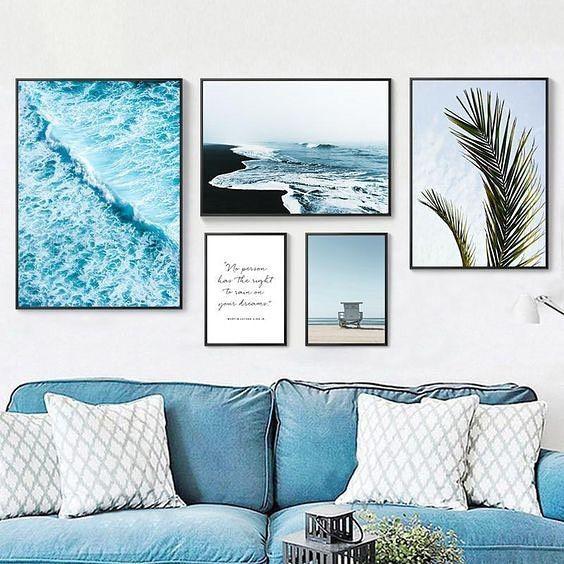 Sala com tema de natureza com água.