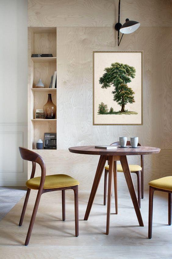 Decoração de sala de jantar com quadro e nichos embutidos.