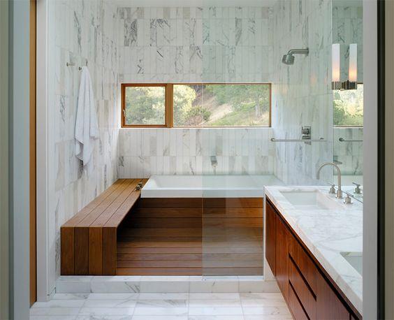 banheiro com banheira e sauna
