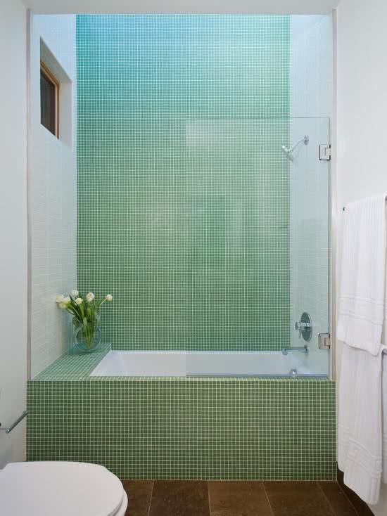 banheiro com pastilha verde claro
