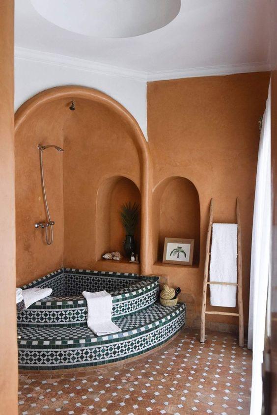 banheira de canto em banheiro estilo turco