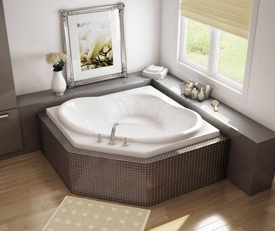 banheira de canto com azulejos cinza