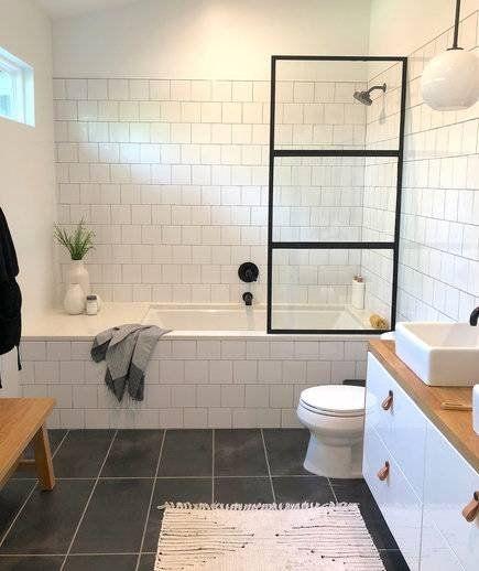 banheiro moderno com banheira e cuba quadrada