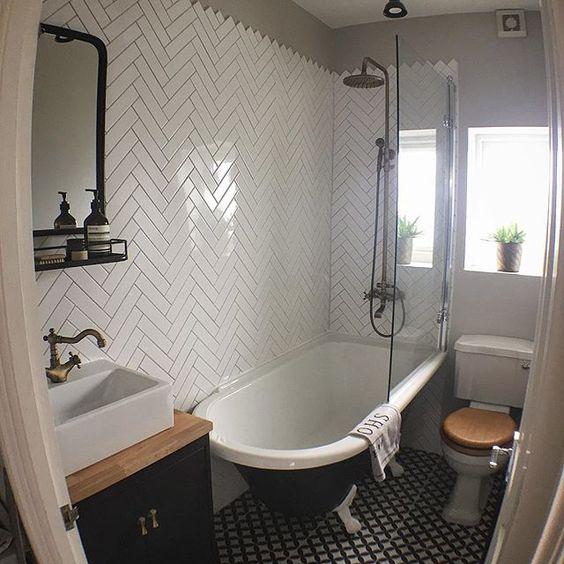 azulejo em escama de peixe e banheira vitoriana