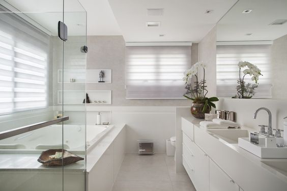 banheiro com banheira dupla branca chique