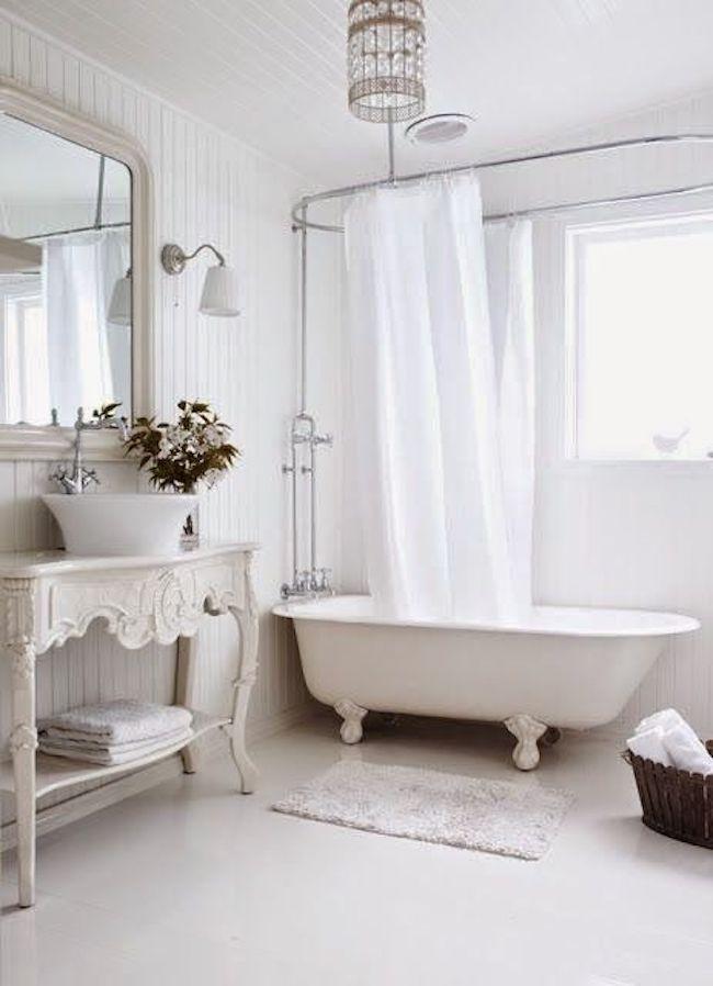 banheiro vintage branco.