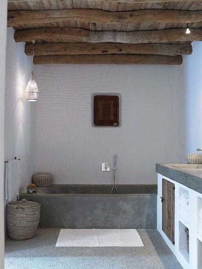 teto de madeira rústica com cimento queimado