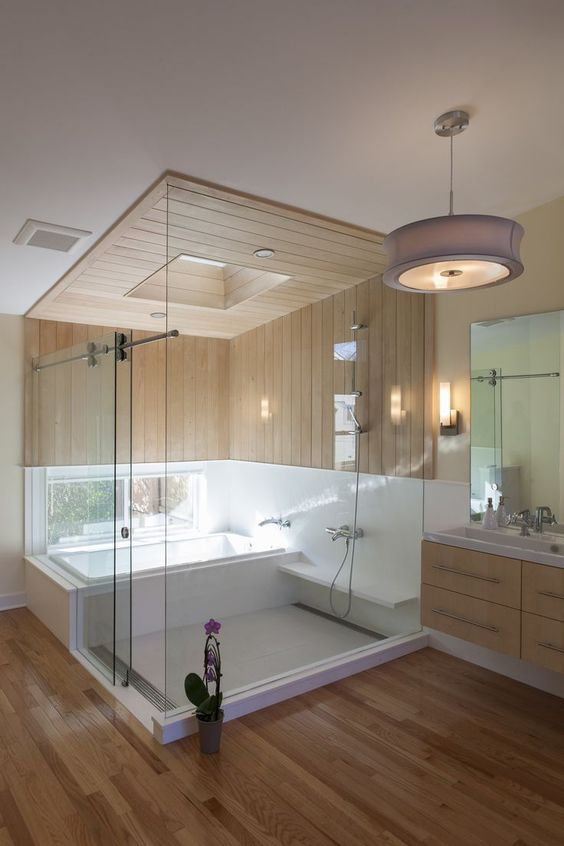 banheiro spa com teto de madeira