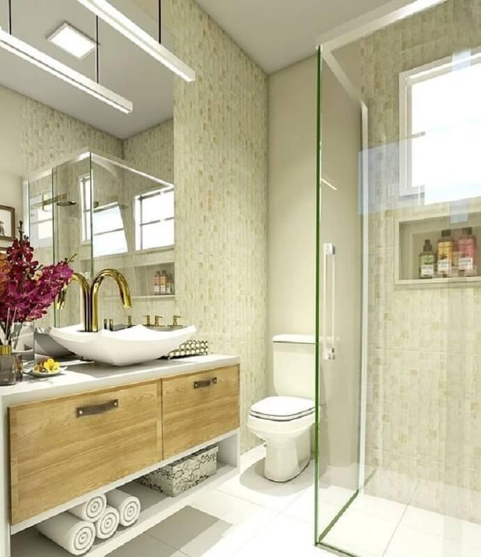Decoração luxuosa com armário de madeira e cuba moderna.