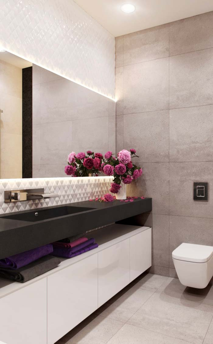 Banheiro feminino com bancada de silestone e armário branco.