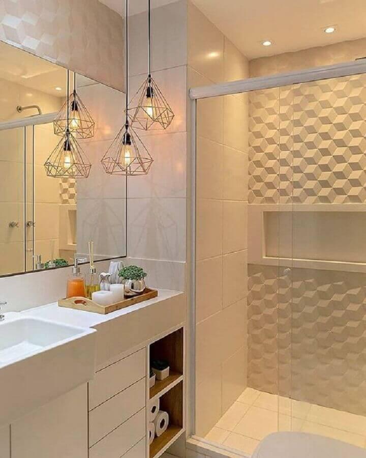 Decoração simples com pendente suspenso e azulejo tridimensional.