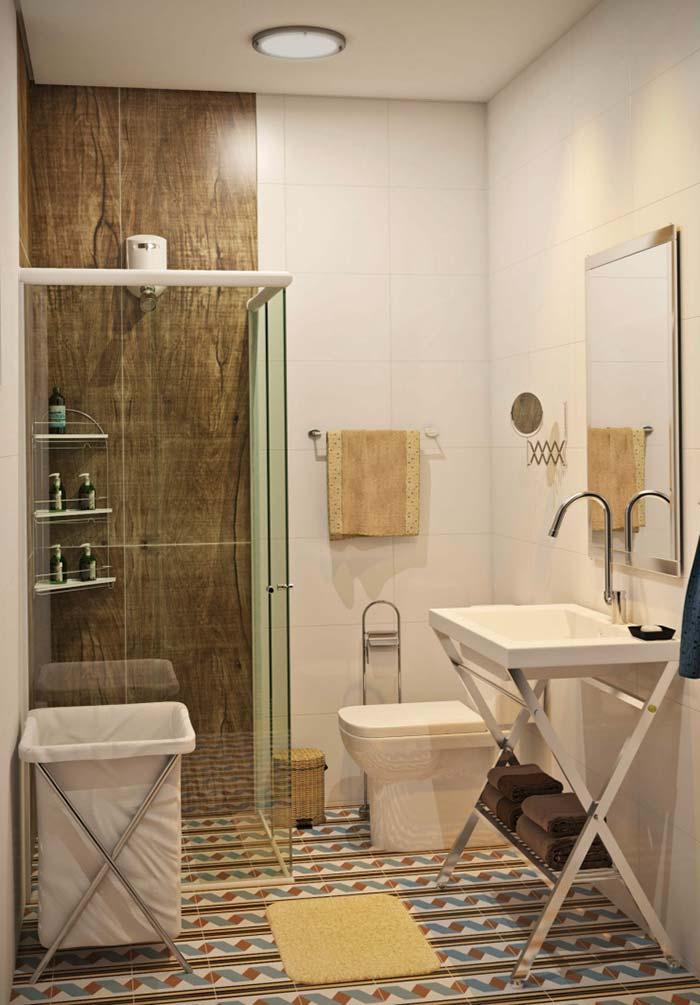 Banheiro pequeno moderno.