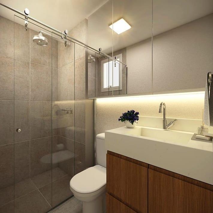 Decoração simples com azulejo cinza e armário de madeira.