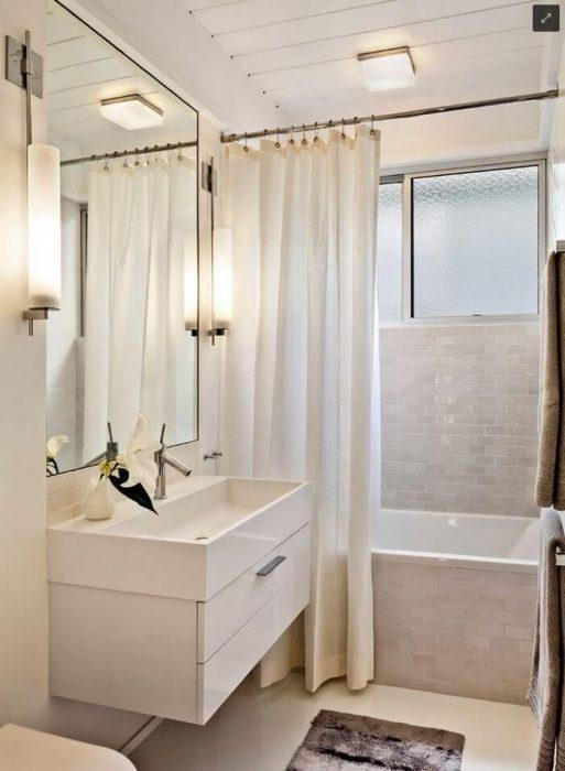 Decoração clean com banheira.
