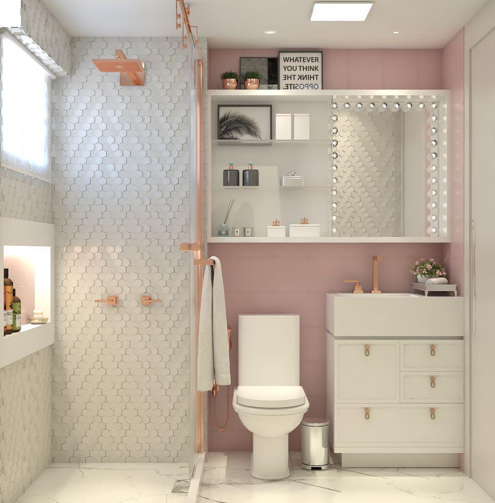 Banheiro pequeno decorado feminino com azulejo rosa.