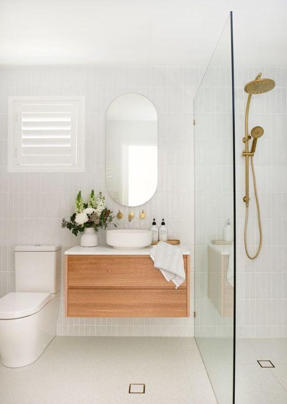 Decoração clean com armário de madeira e cuba moderna.