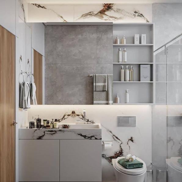 Decoração clean com porcelanato mesclado e armário branco.