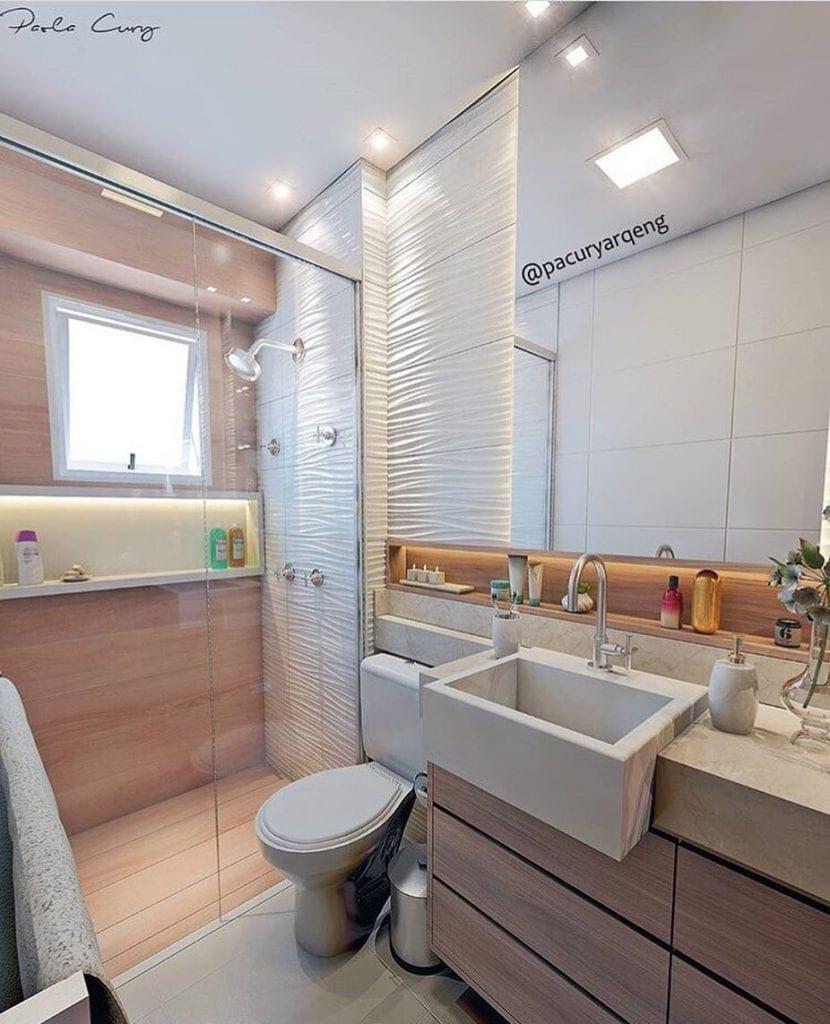 Banheiro simples com cuba de semi encaixo, nicho iluminado e azulejo tridimensional.