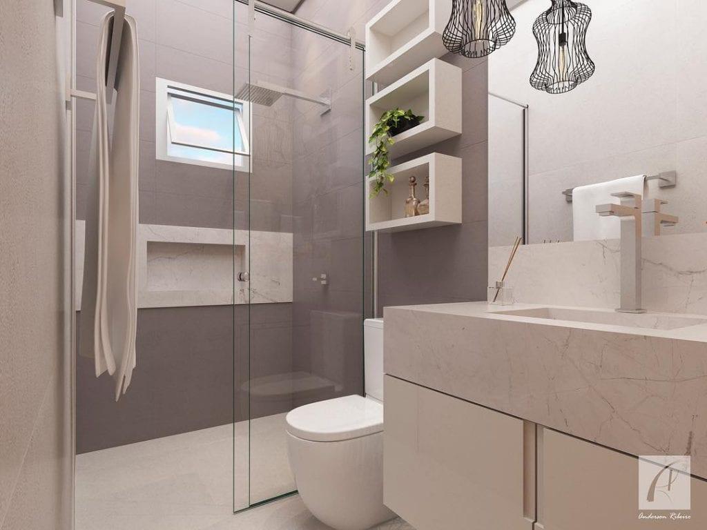 Banheiro simples com bancada de porcelanato e nichos de madeira.