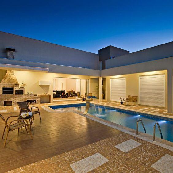 casa em L com piscina e churrasqueira