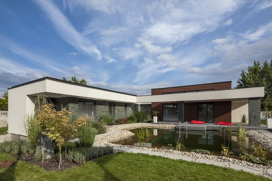 casa em L com piscina e pedras naturais