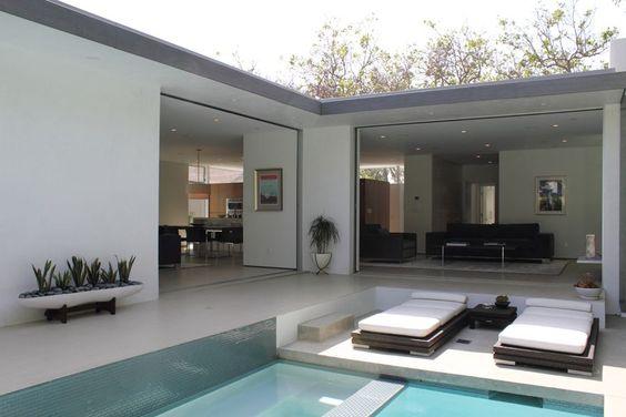 casa em L com piscina e sala integrada