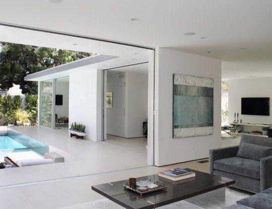 casa em l com piscina branca