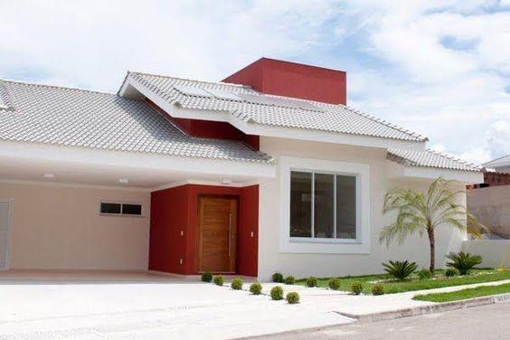 Casa térrea em branco e vermelho com porta vermelha.