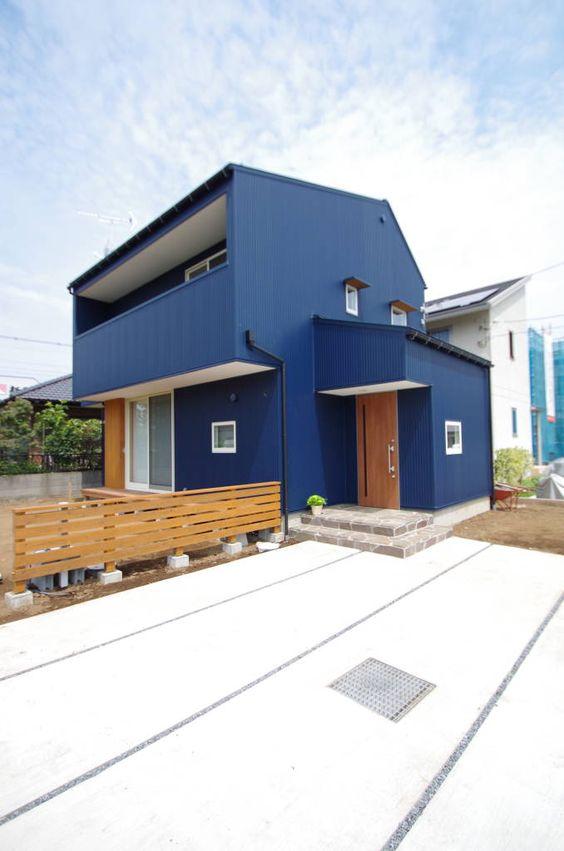 Cores de casas em azul remetem ao mar.