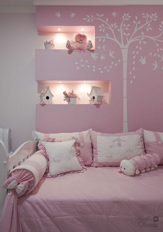 Cores para quarto de menina: branco e rosa.